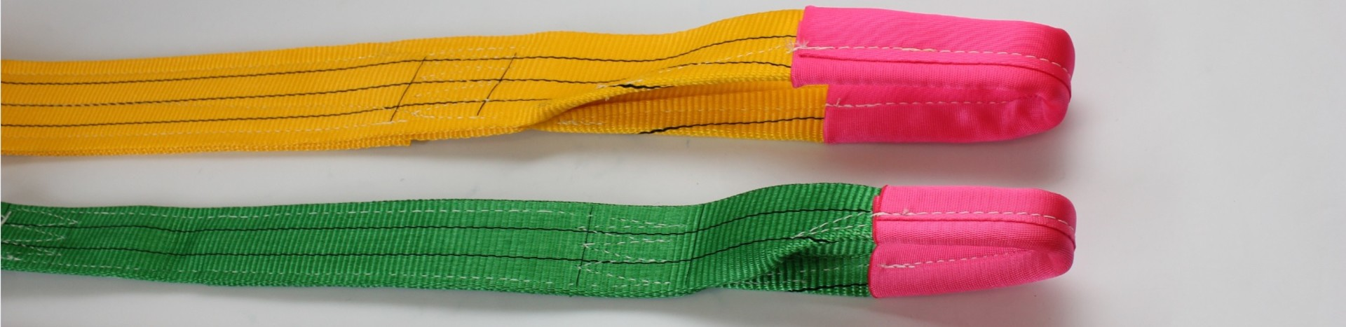 Platte polyester hijsband met twee versterkte lussen